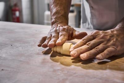 Válení croissantů